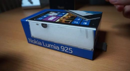Nokia Lumia 925 first unboxing video
